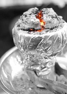 szenet ne hagyjuk, hogy a kerámián izzódjon át, mivel elrontja a dohány ízét