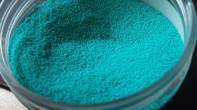 A kék shaashii por erős mentolos rágó ízzel örvendeztet meg minket
